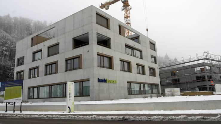 Hier eröffnet im Oktober Ueli Deubelbeiss eine Hausarztpraxis. Gleichzeitig werden auch die Wohnungen im zweiten Gebäude bezugsbereit sein.