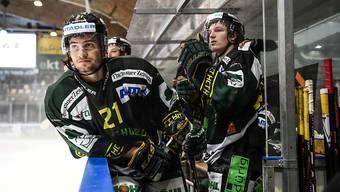 Thurgaus Eishockeyaner, rechts der junge Österreicher Johannes Bischofberger, schnuppern gegen die Rapperswil-Jona Lakers an der Playoff-Sensation