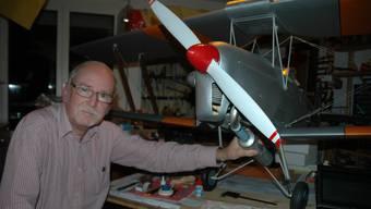 Peter Güggi mit seiner originalgetreu nachgebauten «Tiger Moth».  PBG