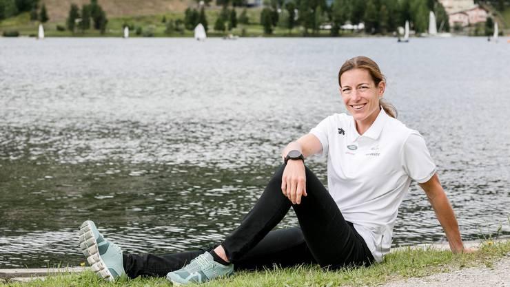 Nicola Spirig entspannt zwischen zwei Trainings am St. Moritzer See.