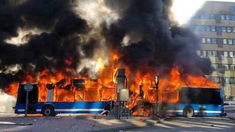 Im Zentrum von Stockholm ist am Sonntag ein Bus explodiert.