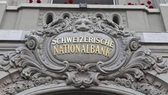 Die Schweizerische Nationalbank führt die aggressive Geldpolitik gegen die Überbewertung des Frankens weiter