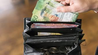 Viele Arbeitnehmende erhalten im kommenden Jahr zwischen 0,5 und 1 Prozent mehr Lohn.