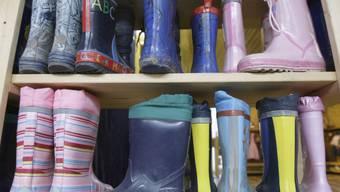 Gummistiefel in einer Kindertagesstätte (Symbolbild)