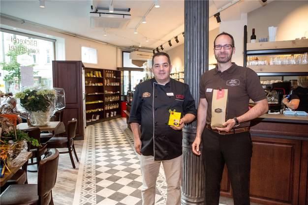 Mollet ist auch bei der Stadtrösterei beteiligt. Hier steht er zusammen mit Martin Laube (Bäckerei Laube) im Laden.