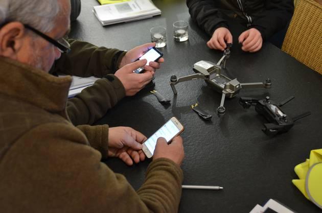 Die grösste Hürde dabei ist die Installation der Drohnen-App auf dem Smartphone aller Kursteilnehmer.