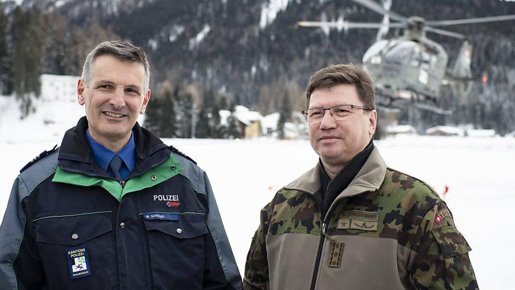 Sie sorgen für die Sicherheit in Davos: Der Bündner Polizeikommandant Walter Schlegel (links) und Korpskommandant Aldo Schellenberg.
