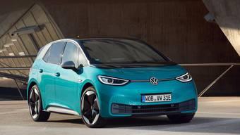 «Ich bin davon überzeugt, dass der E-Mobilität nun endlich der Durchbruch gelingt», sagt VW-Vorstand Jürgen Stackmann. Dafür bringt der ID.3 viele Stärken mit – aber auch noch Kinderkrankheiten.