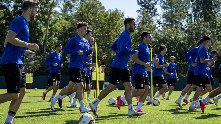 Der FCB bei der gestrigen Vorbereitung auf das heutige Rückspiel gegen Frankfurt.