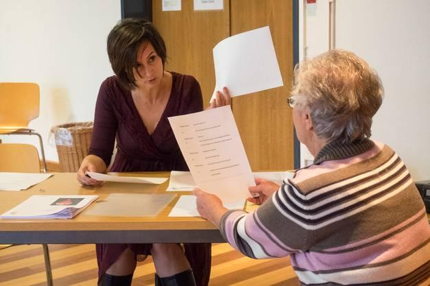 Susi Lagler (rechts) im Dialog mit Karin Berry