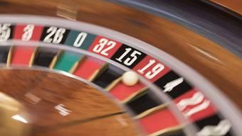 Die Polizei klärt ab, ob im Lokal illegales Glücksspiel betrieben wurde. (Symbolbild)