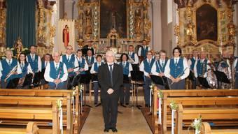 Die Musikgesellschaft Fridau und ihr Dirigent Erich Hess nach ihrem Frühlingskonzert in der St. Martinskirche.9