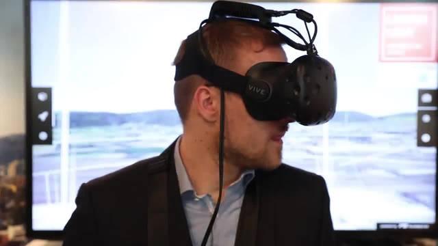 So sieht es aus, wenn jemand die 3D-Spezialbrille testet