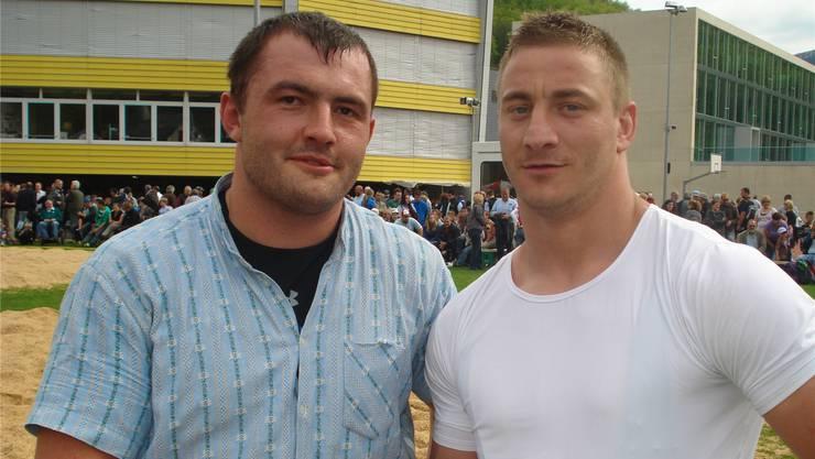 Die beiden Sieger Michael Gschwind (links) und Andreas Henzer gratulieren sich gegenseitig.