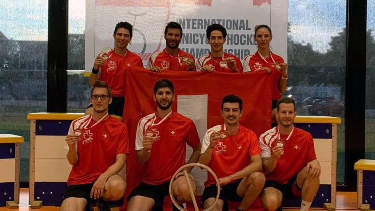 Das Schweizer Einradhockey Swiss Team gewinnt an der Einradhockey-EM in Biberist die Goldmedaille