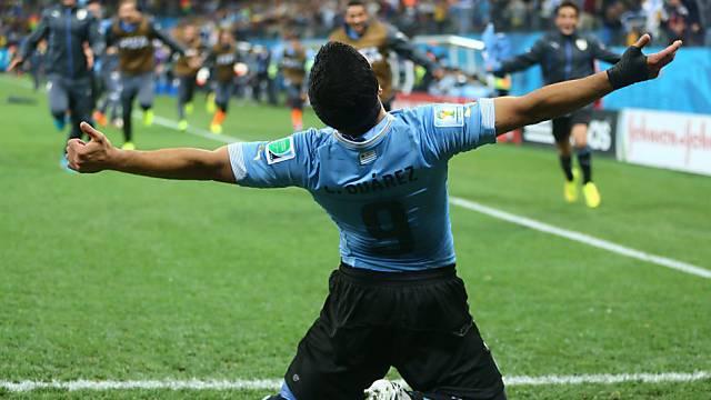 Suarez bejubelt sein zweites Tor gegen England