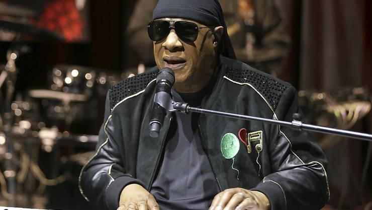 Der blinde Soul-Sänger Stevie Wonder ist nierenkrank. (Archivbild)