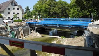 Bevor die Brückenelemente geliefert werden, laufen noch Vorbereitungsarbeiten.