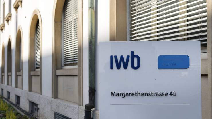 Logo vor dem Gebaeude der IWB in Basel, fotografiert am MIttwoch, 25. Oktober 2017. (KEYSTONE/Georgios Kefalas)
