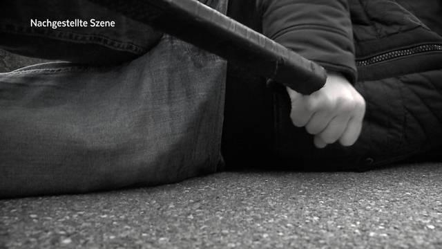 Halloween-Schläger verprügeln Senior in Berikon