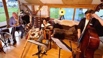 Armin Bachmann (Posaune), Claudia Muff (Akkordeon) und Peter Gossweiler (Kontrabass).