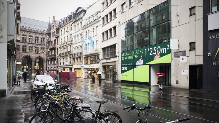 Der Raub ereignete sich an der Falknerstrasse in Basel.