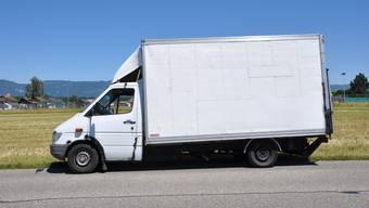 Dieser Lieferwagen ist mit einem Gesamtgewicht von über 900 Kilo herumgekurvt.