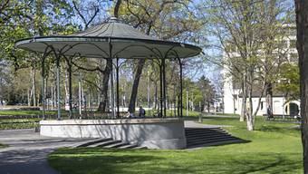Der Pavillon im De-Wette-Park ist tagsüber wieder frei von den Habseligkeiten der Bettelnden.