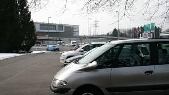 Parkplätze bei Raststätte