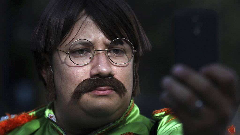 Dieser John Lennon-Imitator nimmt an einem Rekordversuch in Mexiko teil.