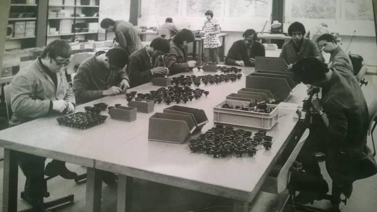 """Ein Blick in eine Werkstatt der """"arwo""""-Stiftung Ende der 60er-Jahre, die aus der Vereinigung entstand."""