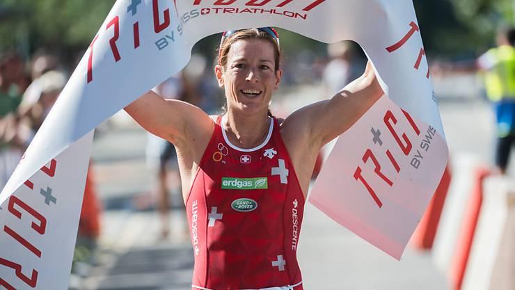 Nicola Spirig freut sich über ihr erfolgreiches Comeback am Locarno Triathlon