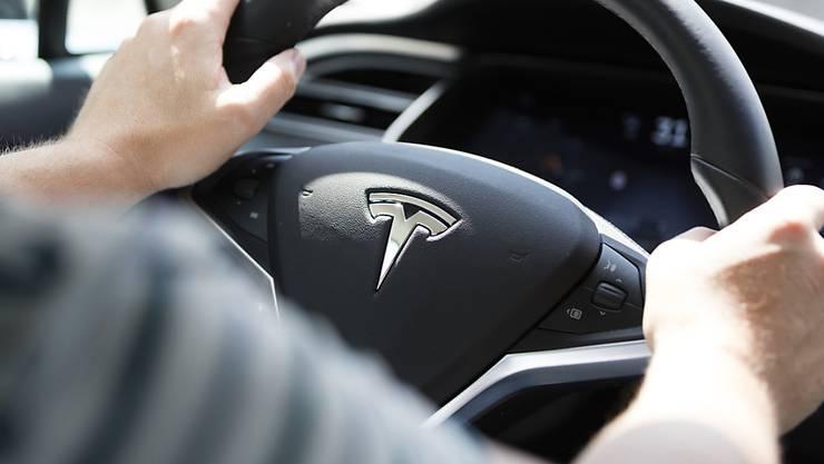 Die Tesla-Aktien rutschen in den Keller.