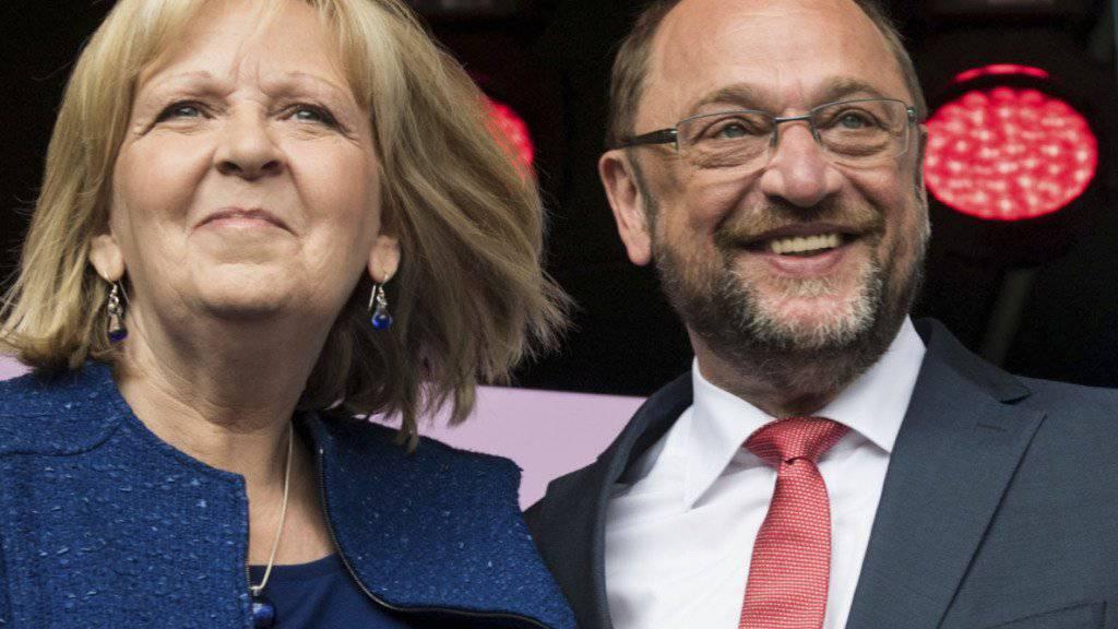 Stimmungstest vor der Bundestagswahl im September und auch für den so genannten Schulz-Effekt in der SPD: die Landtagswahl in Nordrhein-Westfalen. Links die amtierende Ministerpräsidentin Hannelore Kraft von der SPD, zusammen mit Bundesparteichef Martin Schulz, ebenfalls aus Nordrhein-Westfalen.