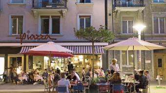 Im Sommer sollen Zürcher Restaurants ihre Kunden länger bedienen können.