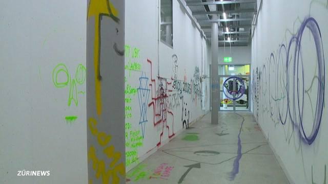 Kunststudenten greifen zur Spraydose
