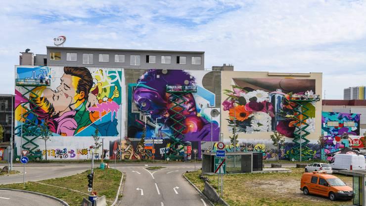 Die grosse Hauptwand wurde auf vier Künstler aufgeteilt: Bustart, Mr. Cenz und Chromeo & Bane (v.l.n.r.).