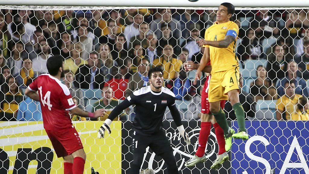 Tim Cahill erzielt per Kopfball den 1:1-Ausgleich gegen Syrien.