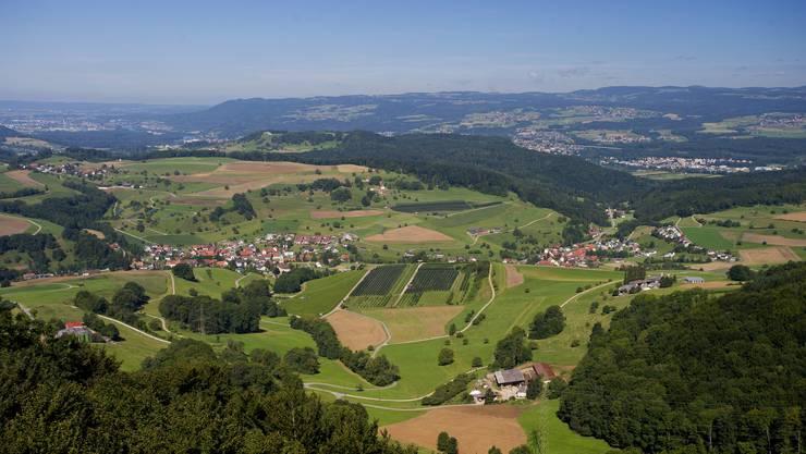 Blick vom Cheisacherturm im Fricktal im Grenzgebiet von Gansingen, Laufenburg, und Mönthal. (Archiv)