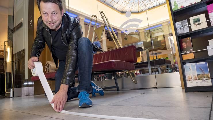 Eine Offline-Zone kommt neu ins Unternehmen Mitte: Daniel Häni zeichnet den Bereich aus.