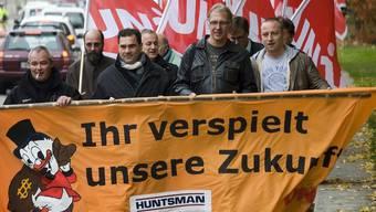 Huntsman-Angestellte protestieren gegen den Stellenabbau (Archiv)