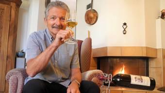 Verfolgt die Entwicklung des Chardonnay Barrique 2016: Peter Hürzeler.
