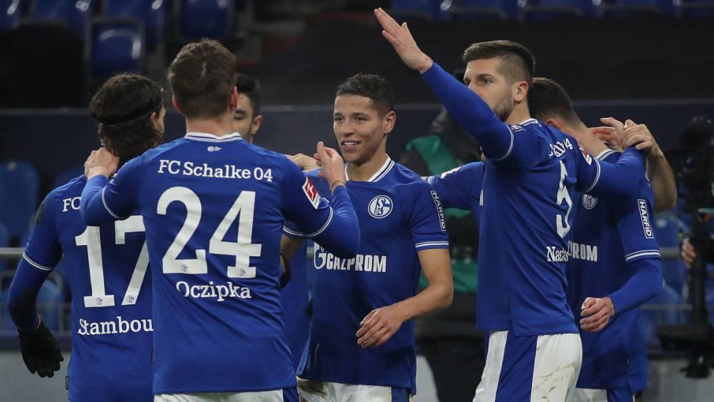 Schalke durfte erstmals in dieser Saison jubeln: Der überragende Amine Harit (Mitte) nach dem Tor zum 4:0-Schlussresultat gegen Hoffenheim