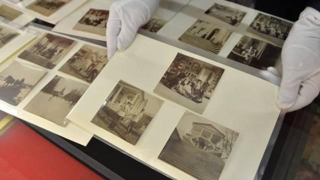 Fotoalbum der Zarenfamilie von Auktion zurückgezogen (Archiv)
