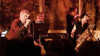 Aussergewöhnlicher Auftritt: Bryan Ferry und Band vor den Gemälden von Georg Baselitz in der Fondation Beyeler.Caroline Minjolle
