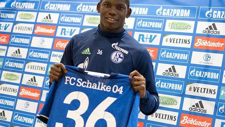 Breel Embolo bei seiner Präsentation auf Schalke