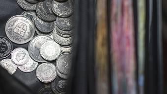 Nicht mehr Geld im Portemonnaie: Die Lohnerhöhungen dürften in diesem Jahr gering ausfallen. Allerdings sinken auch die Preise.