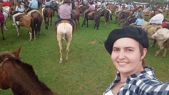 Rodeo-Festival statt Reiten auf dem Rütihof: Anja Ursprung bei einem Pferdeumzug an einem sogenannten Criolla vergangenes Jahr in der Stadt Tanqueras.