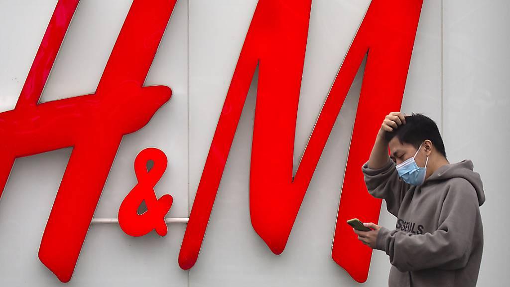 Textilkette H&M schreibt Quartalsverlust