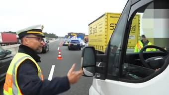 Nach tödlichem Unfall: Diesem Polizist knöpft sich die Gaffer vor.
